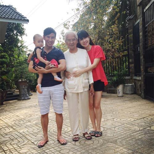 """Con gái Hà Kiều Anh 3 tháng tuổi """"trổ tài"""" làm mẫu nhí-9"""