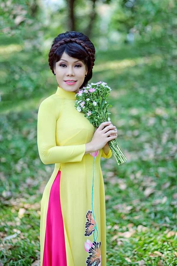 viet huong, quang ha mac ao dai dao pho hoa - 1
