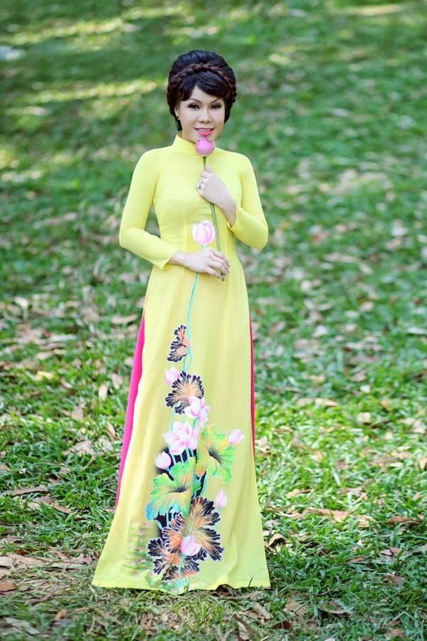 viet huong, quang ha mac ao dai dao pho hoa - 2