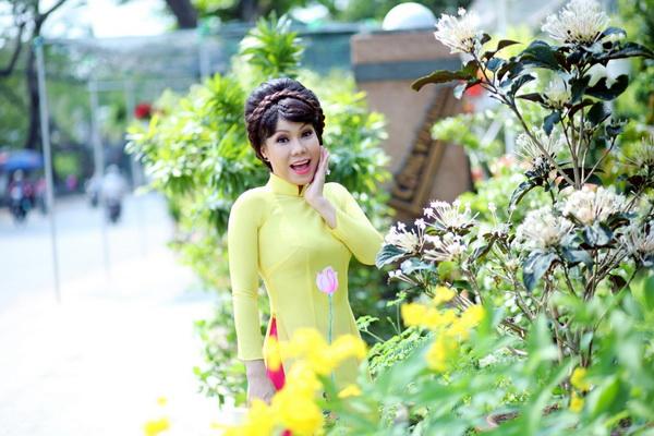 viet huong, quang ha mac ao dai dao pho hoa - 4