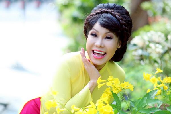 viet huong, quang ha mac ao dai dao pho hoa - 6
