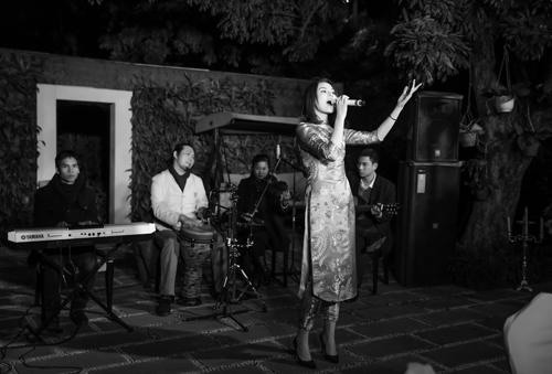 Kỳ Duyên bất ngờ khoe giọng hát trong tiệc cuối năm-7