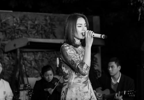 Kỳ Duyên bất ngờ khoe giọng hát trong tiệc cuối năm-8