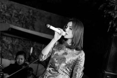 Kỳ Duyên bất ngờ khoe giọng hát trong tiệc cuối năm-9