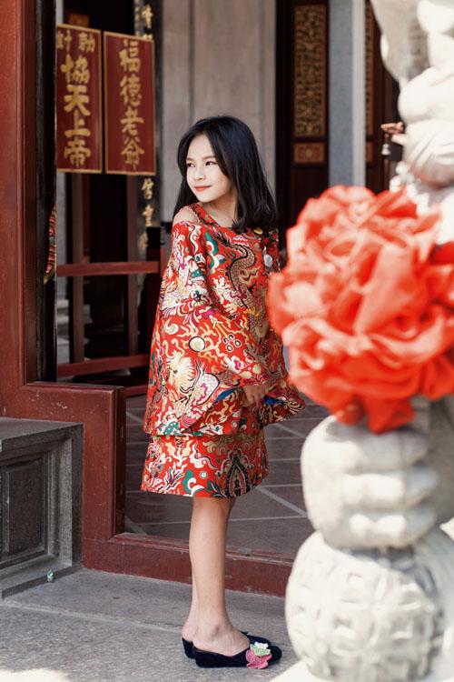 Mẫu nhí nổi tiếng Sài Gòn siêu cá tính khi mặc áo dài-9