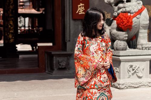 Mẫu nhí nổi tiếng Sài Gòn siêu cá tính khi mặc áo dài-8