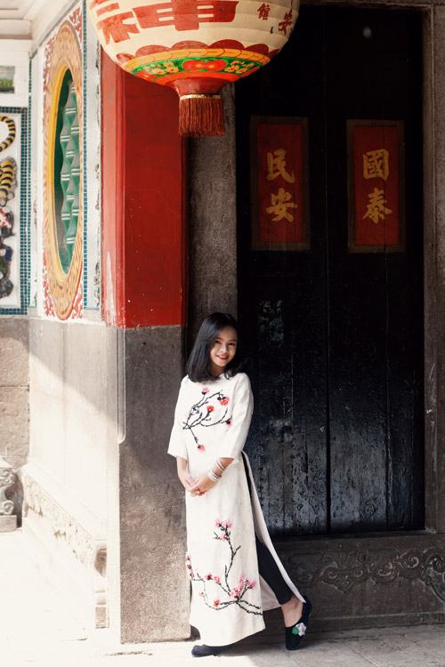 Mẫu nhí nổi tiếng Sài Gòn siêu cá tính khi mặc áo dài-13