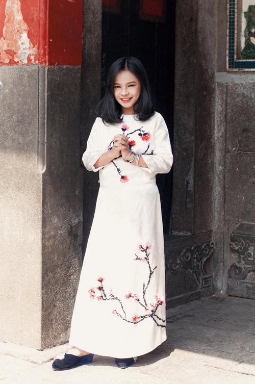 Mẫu nhí nổi tiếng Sài Gòn siêu cá tính khi mặc áo dài-12