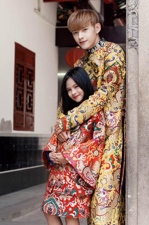 Mẫu nhí nổi tiếng Sài Gòn siêu cá tính khi mặc áo dài-4