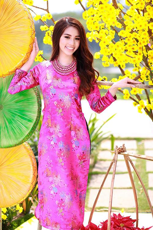 Hoa hậu Việt kiều hân hoan lần đầu mặc áo dài đón xuân-11