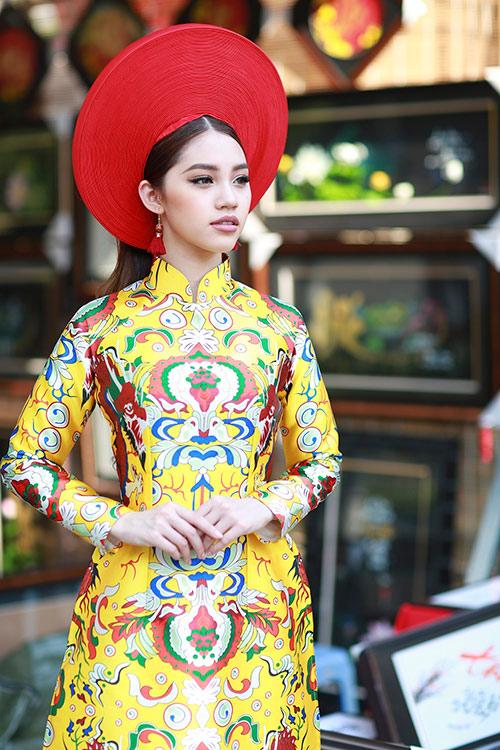 Hoa hậu Việt kiều hân hoan lần đầu mặc áo dài đón xuân-1