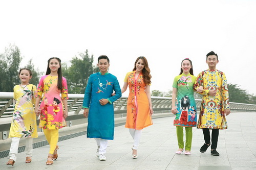 khanh thi - phan hien khoe con trai mac ao dai dang yeu - 11