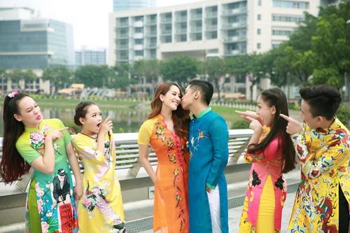 khanh thi - phan hien khoe con trai mac ao dai dang yeu - 13