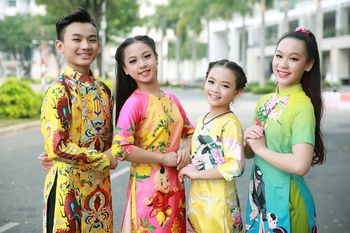 Khánh Thi - Phan Hiển khoe con trai mặc áo dài đáng yêu-16