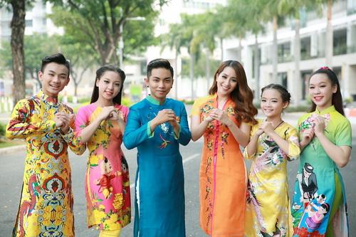 Khánh Thi - Phan Hiển khoe con trai mặc áo dài đáng yêu-17