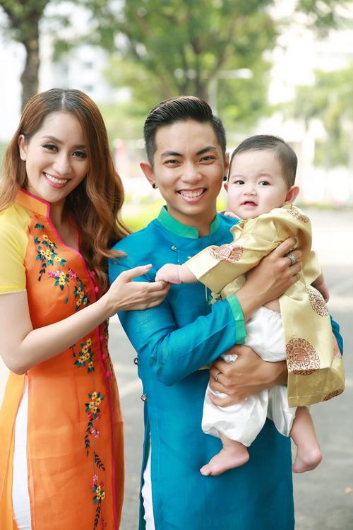 khanh thi - phan hien khoe con trai mac ao dai dang yeu - 1