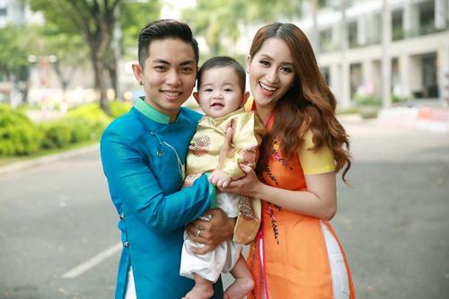 Khánh Thi - Phan Hiển khoe con trai mặc áo dài đáng yêu-2