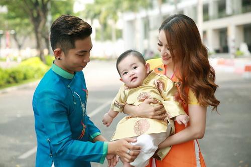 Khánh Thi - Phan Hiển khoe con trai mặc áo dài đáng yêu-3