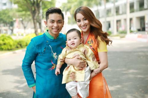Khánh Thi - Phan Hiển khoe con trai mặc áo dài đáng yêu-4