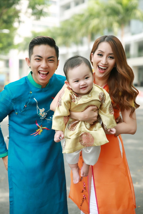 khanh thi - phan hien khoe con trai mac ao dai dang yeu - 5