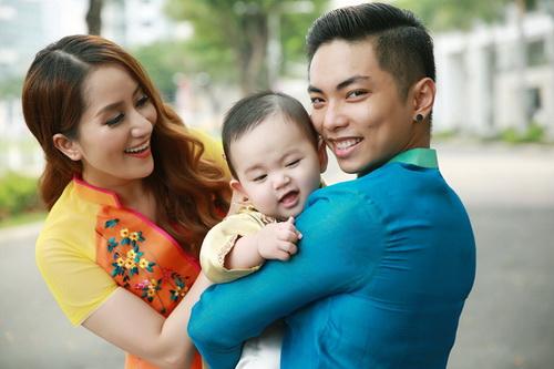 Khánh Thi - Phan Hiển khoe con trai mặc áo dài đáng yêu-6
