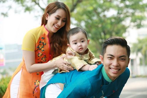 khanh thi - phan hien khoe con trai mac ao dai dang yeu - 7