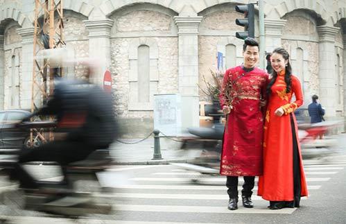 Nguyên Khang diện áo dài đón xuân ở phố cổ Hà Nội-7