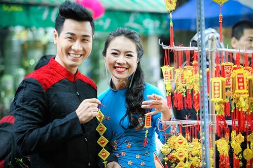 Nguyên Khang diện áo dài đón xuân ở phố cổ Hà Nội-5