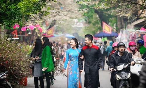 Nguyên Khang diện áo dài đón xuân ở phố cổ Hà Nội-4