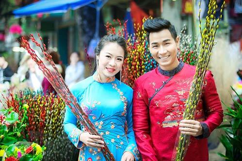 Nguyên Khang diện áo dài đón xuân ở phố cổ Hà Nội-3