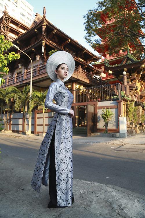 Hoa hậu Việt kiều hân hoan lần đầu mặc áo dài đón xuân-5