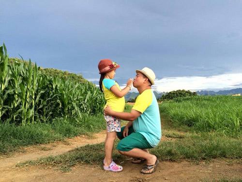 Những giây phút 'ngọt lịm tim' của bố con Minh Khang – Suti-9