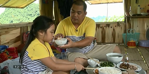Những giây phút 'ngọt lịm tim' của bố con Minh Khang – Suti-4