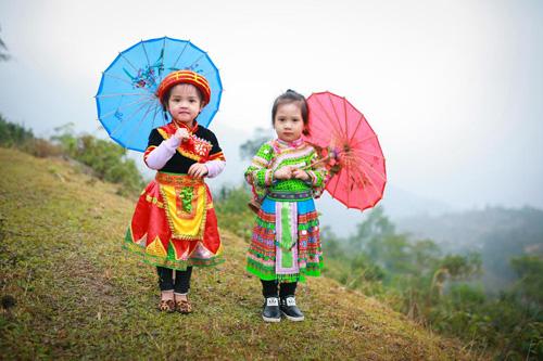 Loạt ảnh bé gái Hà Giang xinh xắn đón Tết trong sương mờ-1