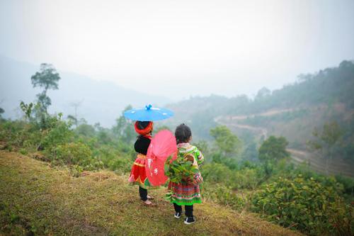 Loạt ảnh bé gái Hà Giang xinh xắn đón Tết trong sương mờ-2