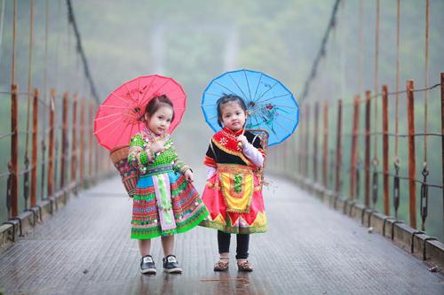 Loạt ảnh bé gái Hà Giang xinh xắn đón Tết trong sương mờ-12