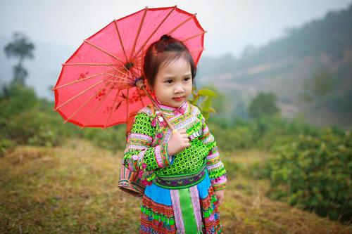 Loạt ảnh bé gái Hà Giang xinh xắn đón Tết trong sương mờ-4