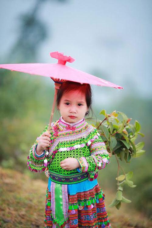 Loạt ảnh bé gái Hà Giang xinh xắn đón Tết trong sương mờ-8