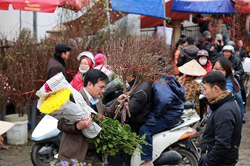 """Chợ hoa Quảng Bá """"nêm"""" chặt người những ngày cuối năm-15"""