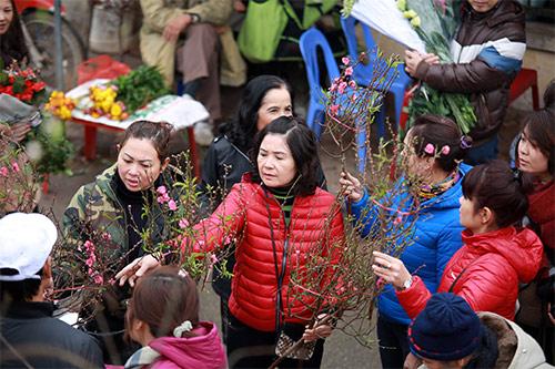 """Chợ hoa Quảng Bá """"nêm"""" chặt người những ngày cuối năm-3"""