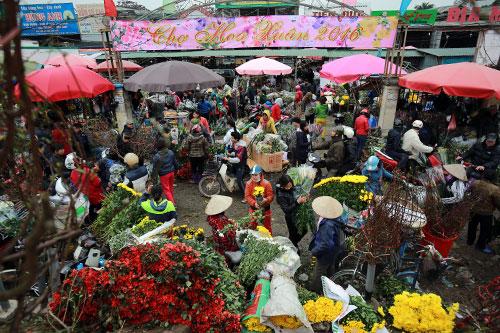 """Chợ hoa Quảng Bá """"nêm"""" chặt người những ngày cuối năm-1"""