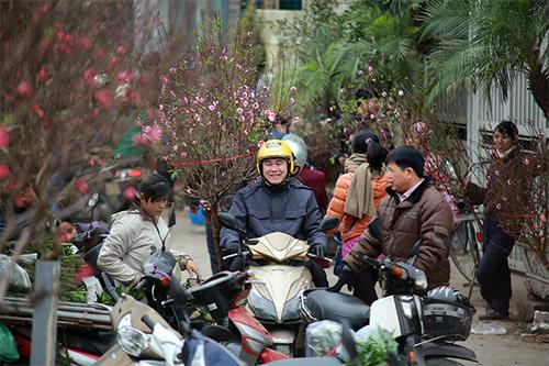 """Chợ hoa Quảng Bá """"nêm"""" chặt người những ngày cuối năm-5"""