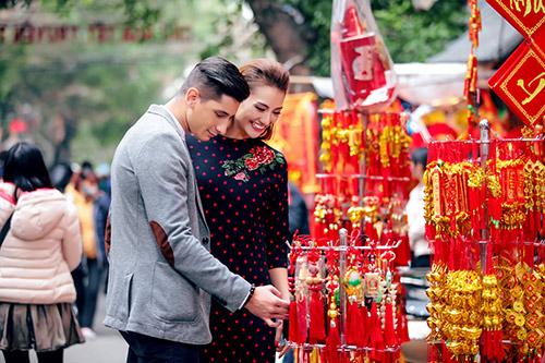 Hồng Quế khoe Tết Hà Nội với bạn nhảy ngoại quốc-2