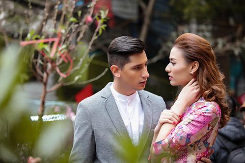 Hồng Quế khoe Tết Hà Nội với bạn nhảy ngoại quốc-8