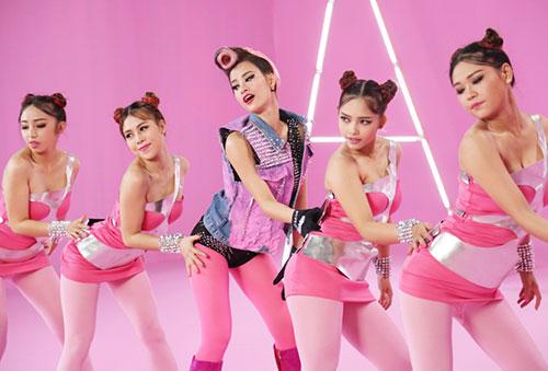 "dong nhi day ca tinh voi toc hong trong du an ""pink girl"" - 2"