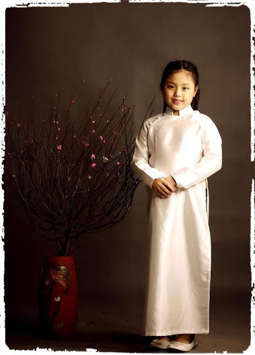 Con gái Thúy Hạnh đẹp yêu kiều như thiếu nữ Hà Nội xưa-8