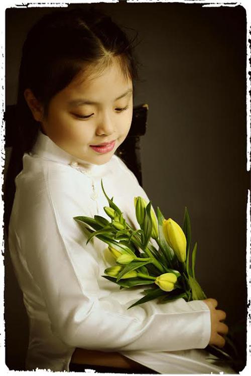 Con gái Thúy Hạnh đẹp yêu kiều như thiếu nữ Hà Nội xưa-6