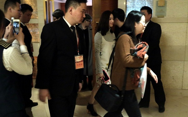 Lưu Thi Thi lộ diện sau buổi chụp ảnh cưới-2