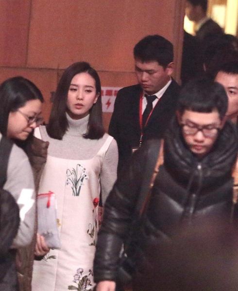 Lưu Thi Thi lộ diện sau buổi chụp ảnh cưới-3