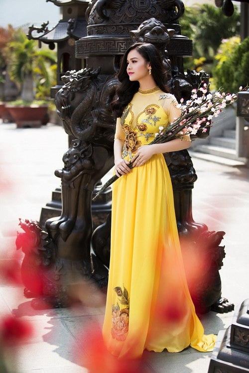 Nhật Kim Anh đẹp rạng rỡ dưới nắng xuân-2